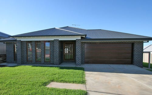 10 Pooginook Place, Bourkelands NSW 2650