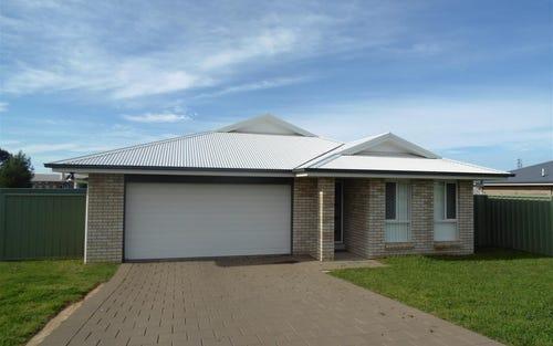 24 Warragrah Pl, Parkes NSW 2870