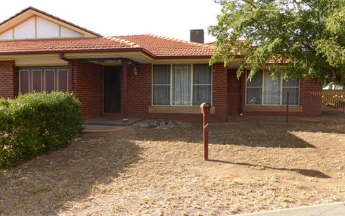 1/4 Friendship Place, Parkes NSW 2870