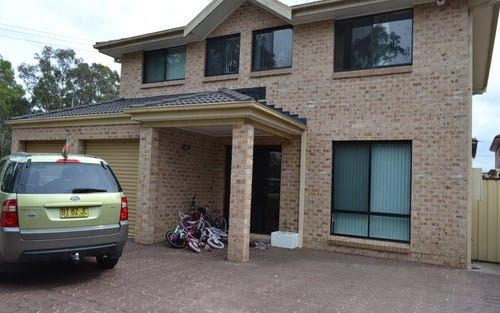 40 Woodlark Pl, Glenfield NSW 2167