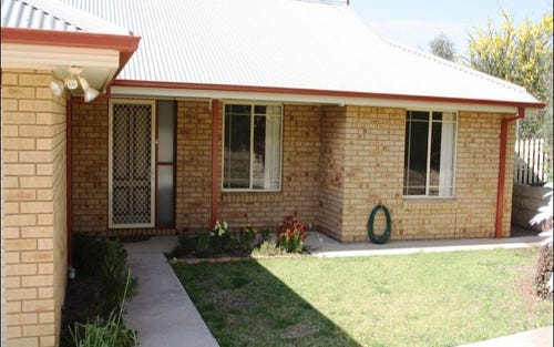 9b Stellway Close, Kooringal NSW 2650