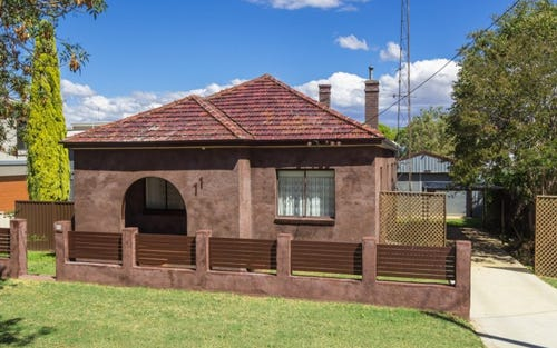 11 Carthage Street, Tamworth NSW 2340
