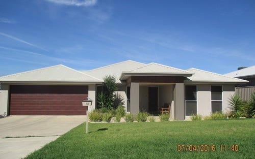 66 Strickland Drive, Wagga Wagga NSW