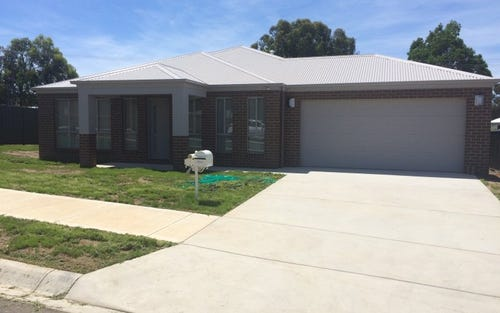 72 Wellington Drive, Thurgoona NSW 2640