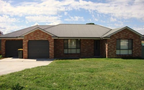 18 Spofforth Place, Kelso NSW