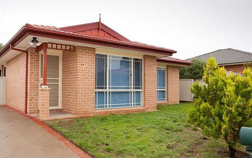 12 Thomas Royal Gardens, Queanbeyan ACT