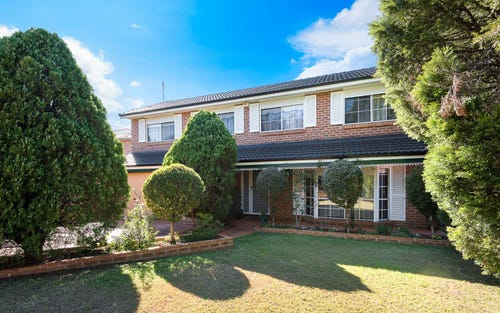 6 Greenwich Cl, St Johns Park NSW 2176