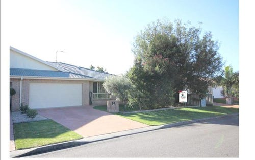 2/1 Ballingal Way, Forster NSW 2428