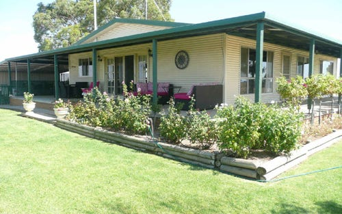 165 Red Hill Road, Narrandera NSW 2700