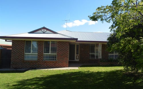8B Thomas Tom Crescent, Parkes NSW 2870