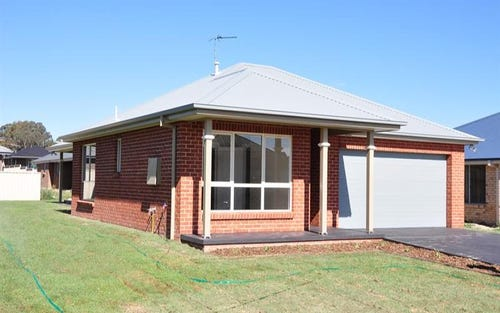 16 Clem McFawn Pl, Bletchington NSW 2800