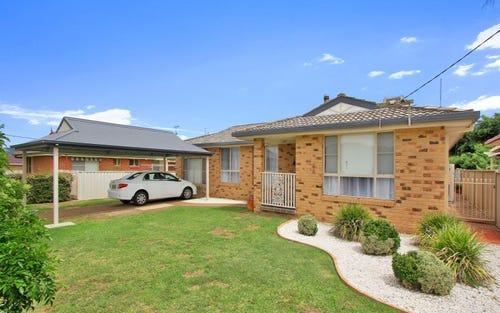 42 Station Street, Kootingal NSW 2352