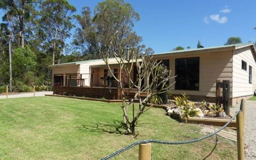 8 OLD BERRARA RD, Sussex Inlet NSW 2540