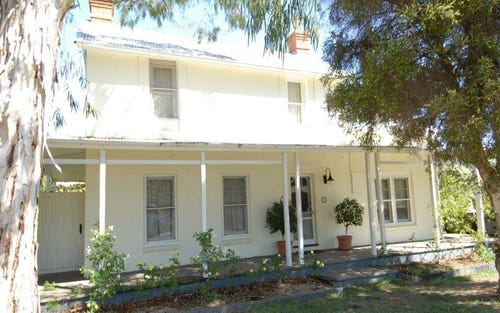 98 Russell Street, Deniliquin NSW 2710