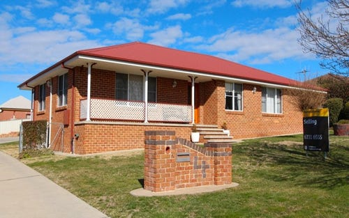 4 Scarborough Place, Bathurst NSW 2795