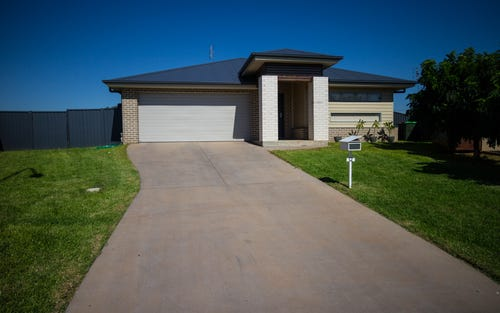 12 Mossgiel Close, Parkes NSW