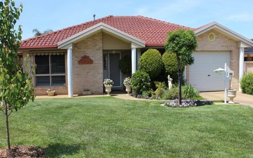 2/11 Lachlan Place, Tatton NSW 2650