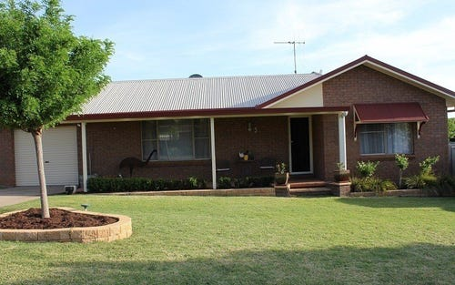 3 Banjo Place, Parkes NSW 2870