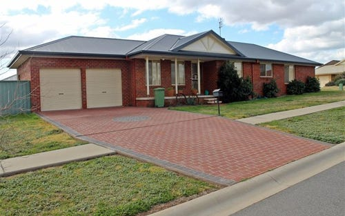16 Lady Mary Drive, West Wyalong NSW 2671