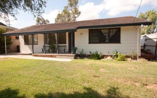 2 Lawson Ave, Singleton NSW 2330