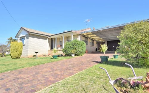 7 Charles Crescent, Young NSW 2594