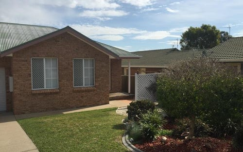 2/17 Charles Coxen Close, Tamworth NSW