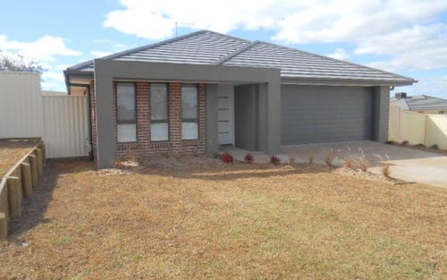 4 Rosewood Avenue, Parkes NSW
