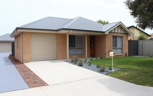 1/479 Mckenzie St, Lavington NSW 2641