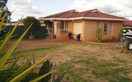 2 Thomas Tom Crescent, Parkes NSW 2870