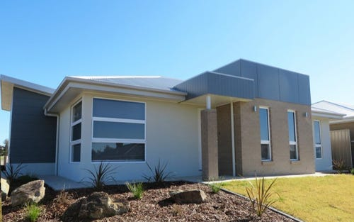 1 & 2/27 Bradman Drive, Boorooma NSW 2650