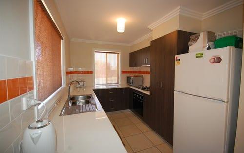 6 Blakemore Avenue, Ashmont NSW 2650