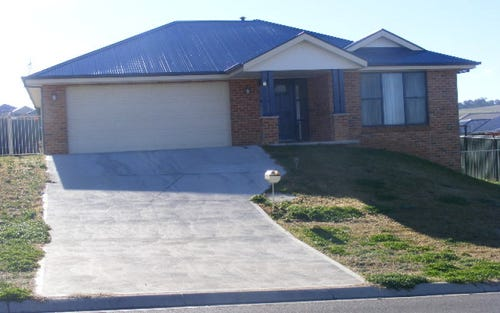 8 Federation Drive, Laffing Waters NSW