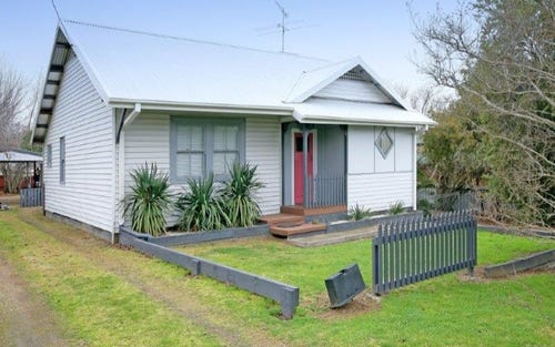 15 Crown Street, Junee NSW 2663