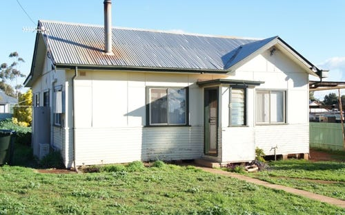 8 Hughes Street, Condobolin NSW 2877