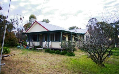 13 Rifle Range Rd, Uralla NSW 2358